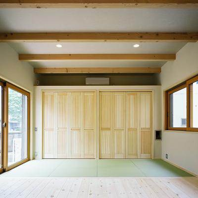 施工事例「天然無垢材「桐」のクローゼットは防湿・防虫に優れ生活用品を守ります」のサムネイル画像